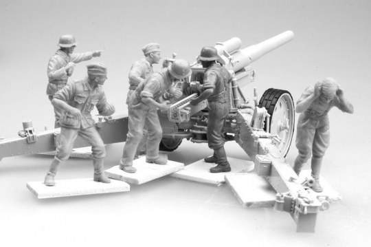 Trumpeter - German Field Howitzer Gun Crew on firing