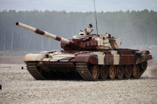 Trumpeter - Russian T-72B1 MBT(w/kontakt-1 reactive amor)