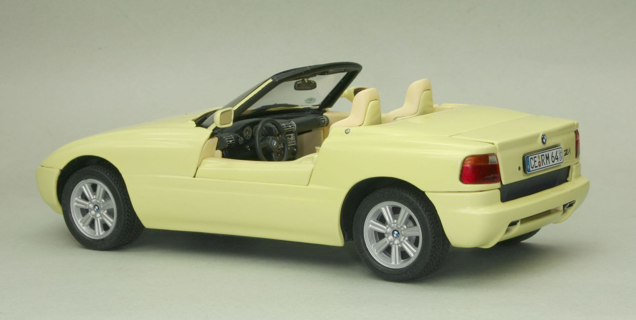 revell shop bmw z1 revell shop. Black Bedroom Furniture Sets. Home Design Ideas